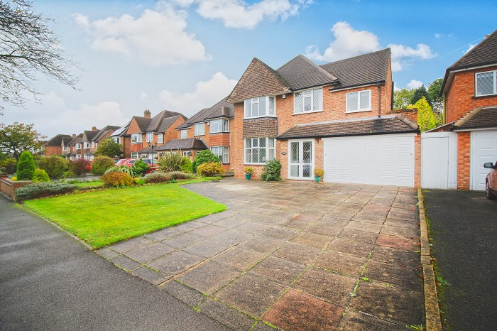 Buryfield Road, Solihull - Photo 1