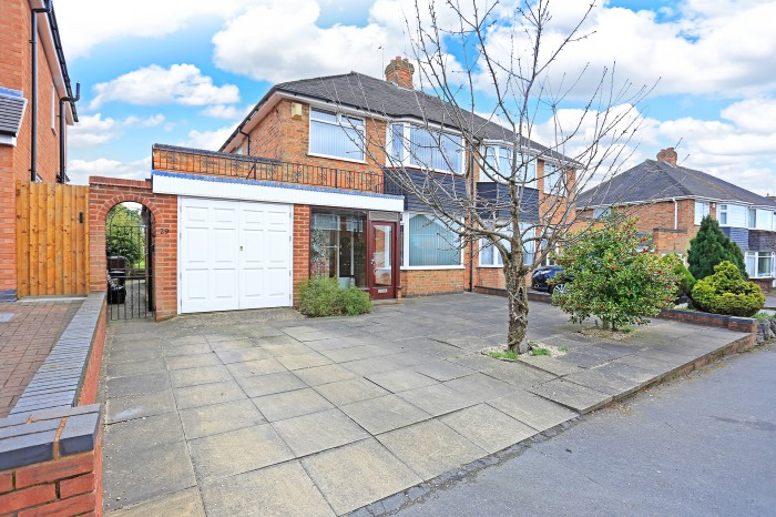 Chapel Fields Road, Solihull - Photo 1