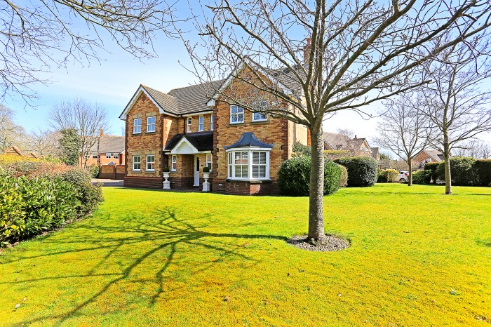 Whitefields Road, Solihull - Photo 1