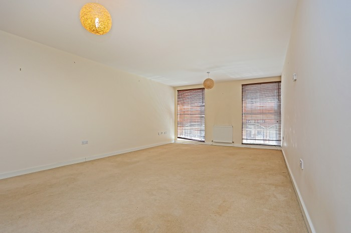 Hensborough, Shirley, Solihull - Photo 2